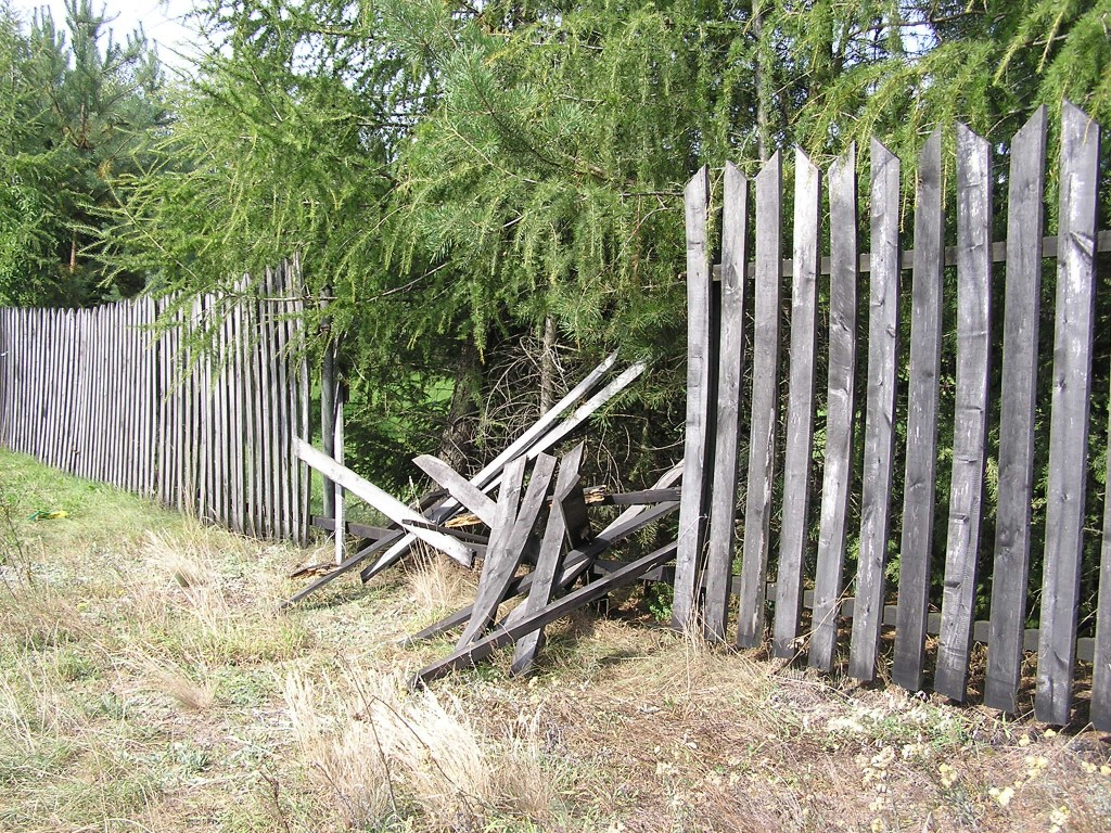 broken-fence-1024x768
